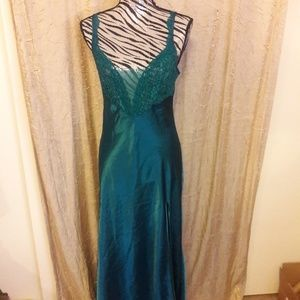 Vintage V. S. night gown